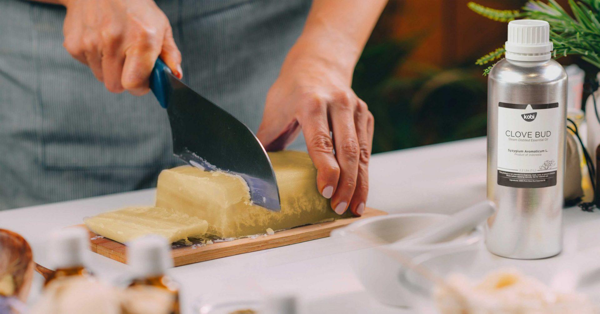 Làm xà phòng tự nhiên với tinh dầu đinh hương kobi