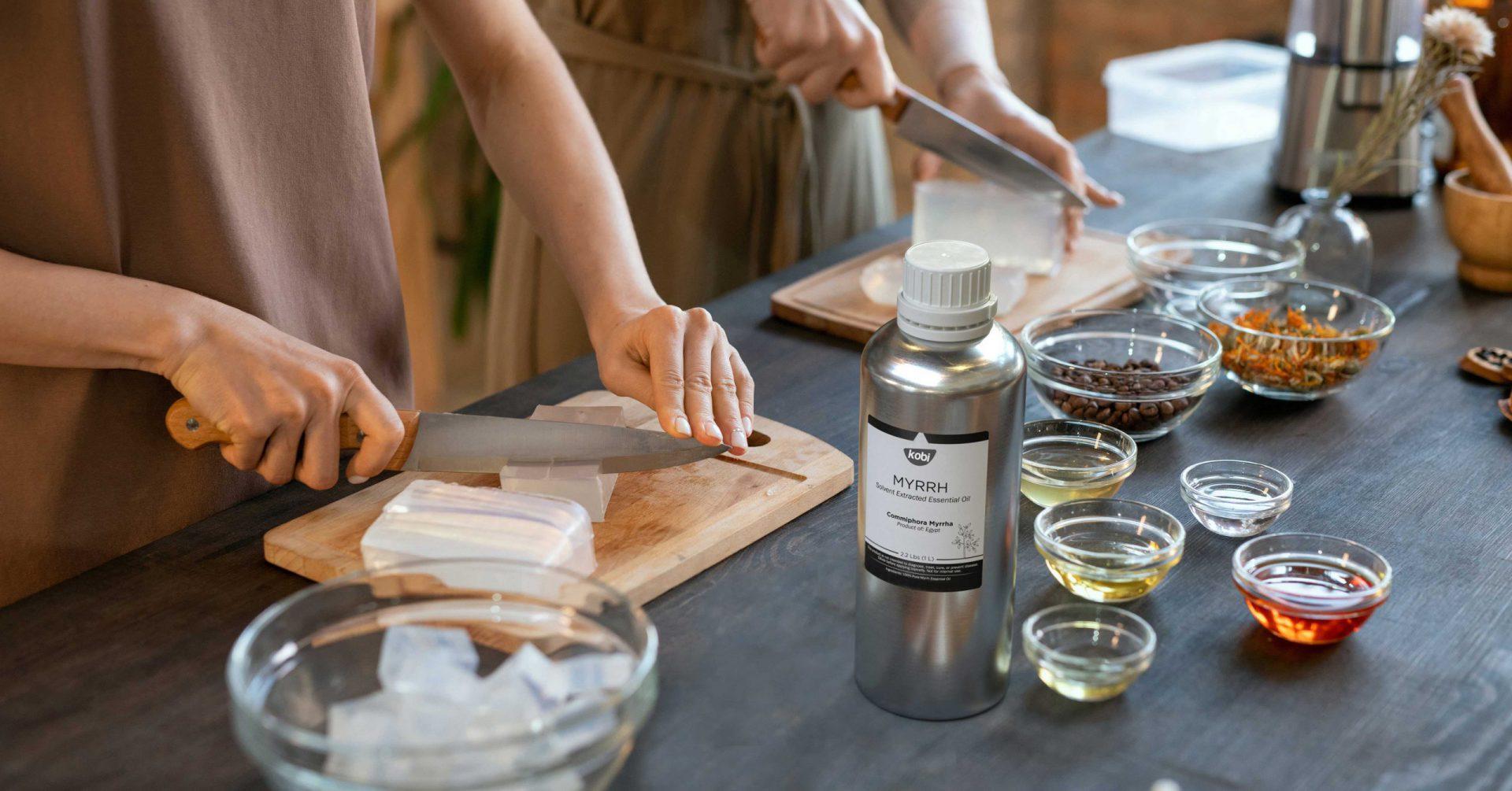 Làm xà phòng từ nhiên từ tinh dầu myrrh
